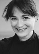 Portrait photo of Claire Barnes